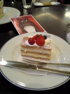 次はケーキ